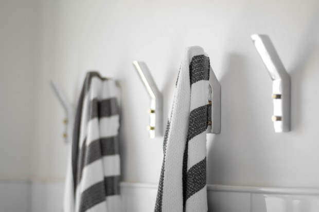 koa-house_pool-bathroom-wall-hooks-cb2-turksh-towel