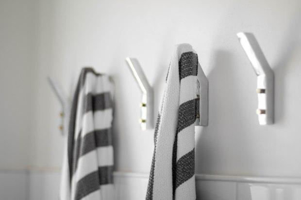 koa-house_pool-bathroom-wall-hooks-cb2-turksh-towel